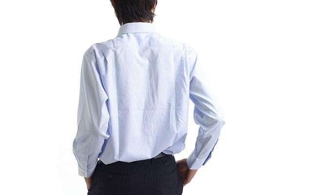 ワイシャツの汗染み、脇は抑えられても背中が、という方におすすめのシャツ。