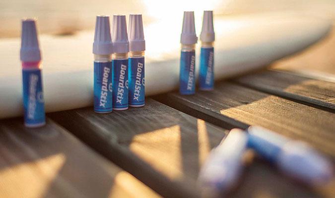 サーフボードにペイントするために作られたペン。