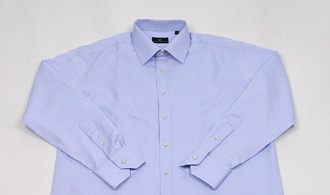 夏こそ着心地のよさで選びたい、綿100%のワイシャツ。