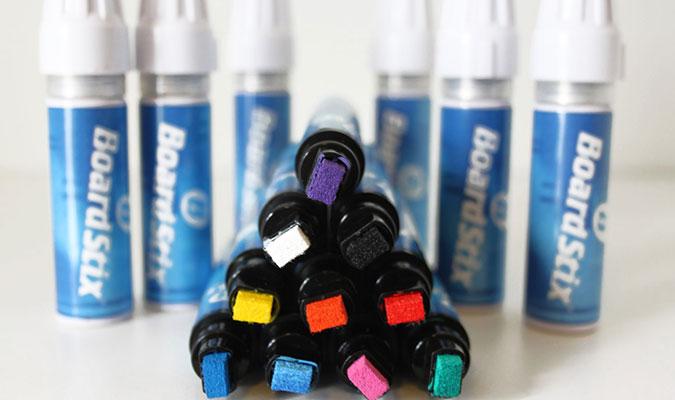 サーフボードに塗装をお考えなら、このペン