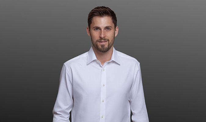 汗が生地を貫通しないから「染み」にならないワイシャツ。
