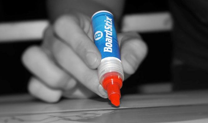 間違えても修正できるペイントペン。