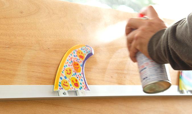 サーフボードに絵を描いたらクリア処理を忘れずに。
