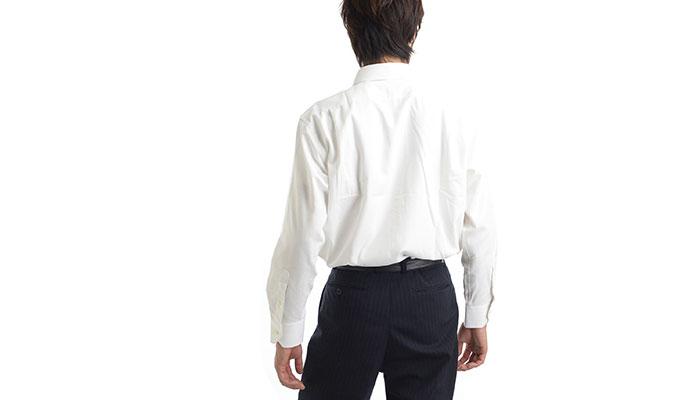背中の汗染みが気にならないワイシャツ