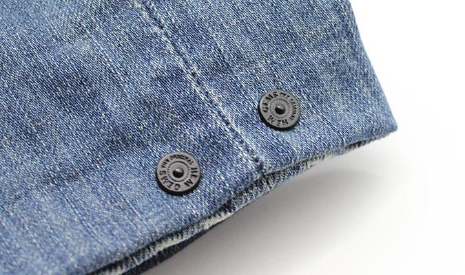 ジーンズの裾にちょっと素敵なピン