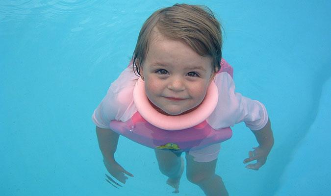 浮く水着。