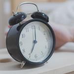 強力な目覚まし 定刻起床装置 個人簡易型 やすらぎ100(新光電業)
