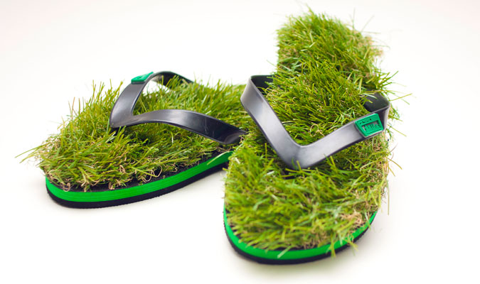 夏のサンダル、今年は草サンダルはいかがですか。