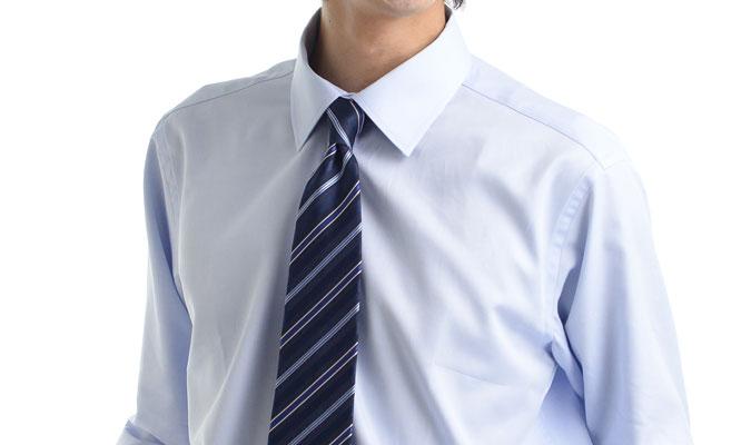 フレッシュマックスシャツに胸ポケットがない理由は、汗染み対策に万全を期すためです。