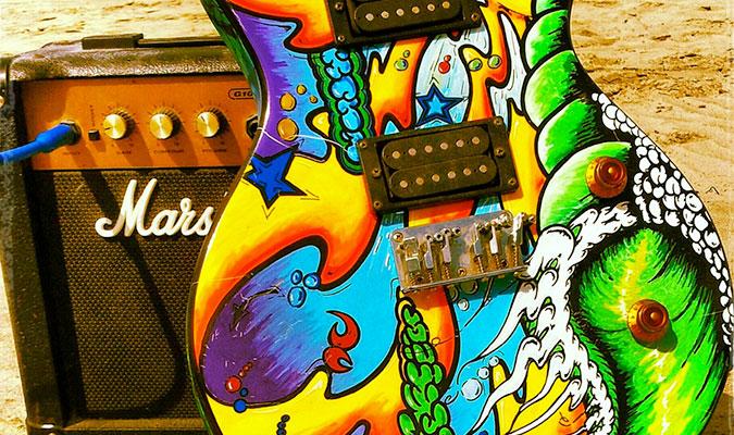 ギターにオリジナルで絵を描くのにおすすめのペイントペン、ボードスティックス。
