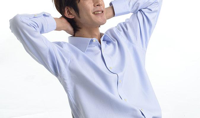 制汗剤を使わなくても汗染みができないワイシャツ。