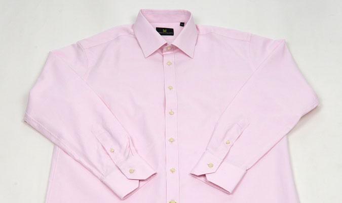蒸し暑い時期の汗もこわくない、汗染み対策が施されたワイシャツ。