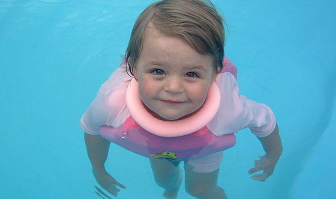 子供用水着なら、泳ぎをサポートしてくれるコレがおすすめ。