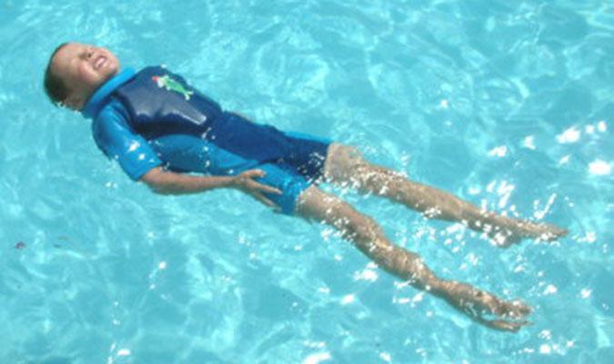 水着が浮く!しかも紫外線対策も万全のキッズ用水着。