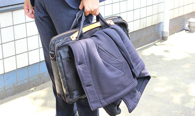 ポータブル スーツ ハンガー R型。