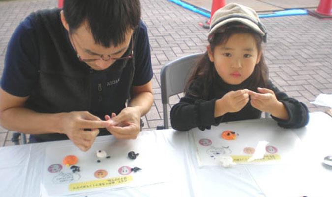 親子で遊べるプラスチック粘土。