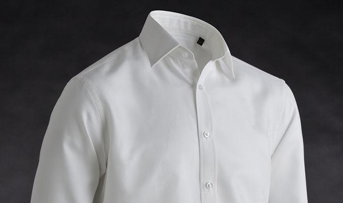 汗をかいても気にならないシャツ。