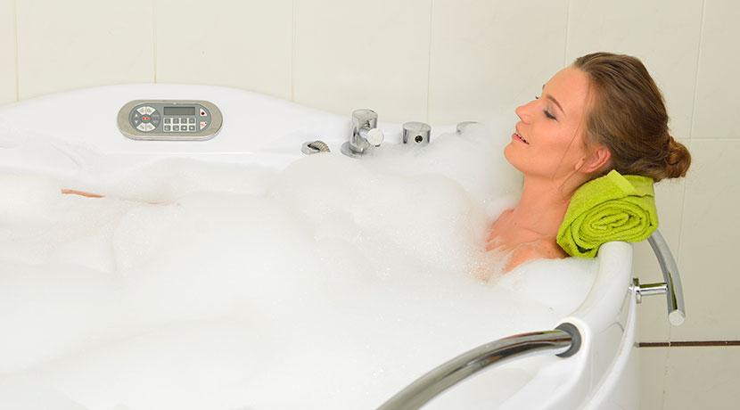 風呂用ブックカバー、入浴中に本を濡らすことなく読書ができる。
