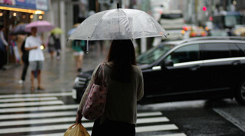 傘を持ってもカバンが邪魔にならない、ランブレラ。