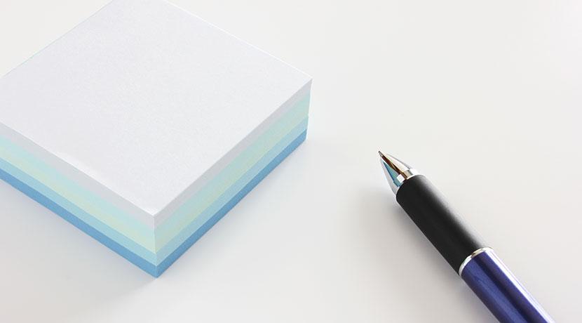 メモを失くしがちな方におすすめ、手首に巻くリストバンド型のメモ用紙。
