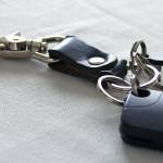玄関ドアに貼り付けておける鍵や小物入れ。