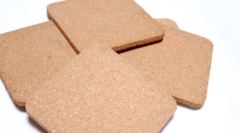 かかとを上げるためのヒールアップ用インソール、高さやバランスを調節できるコルク製がおすすめ。