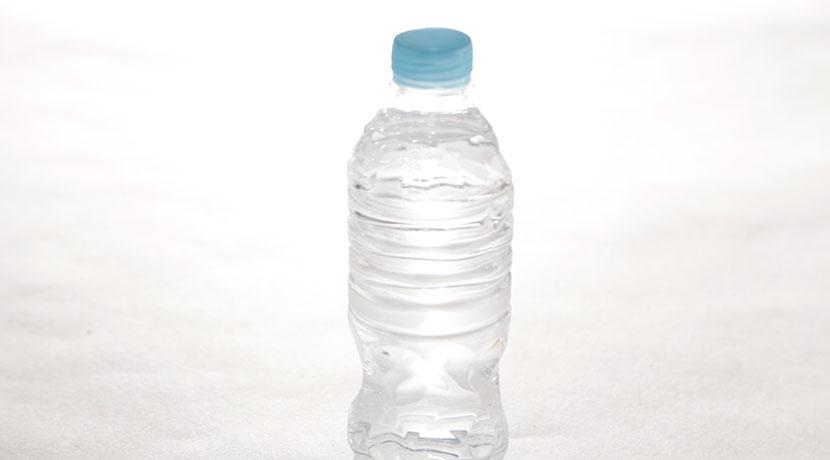 500mlのペットボトルと同じ体感で使える、軽い掃除機。