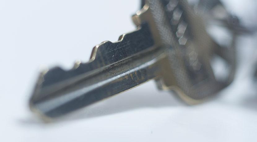 鍵のピッキング対策、ドアノブにすっぽり嵌めて使う補助錠で二重のロック。