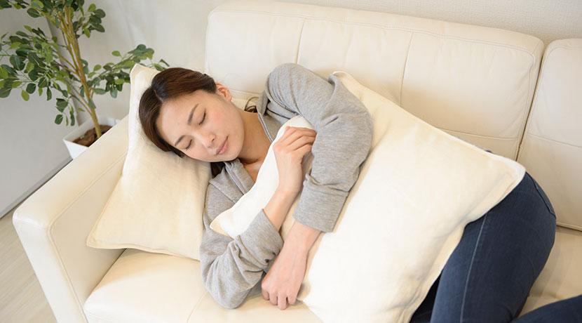 昼寝用マイ枕に最適、Restile 低反発曲がる枕Gunyatto