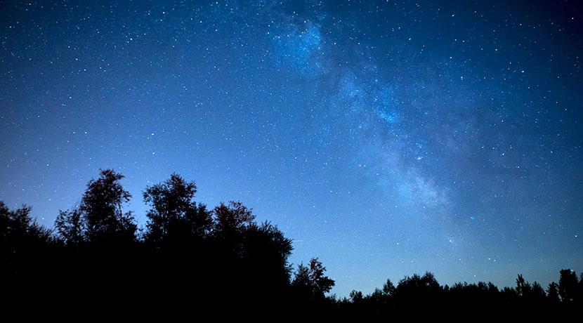 天体観測初心者におすすめ、星の位置をナビしてくれる望遠鏡。