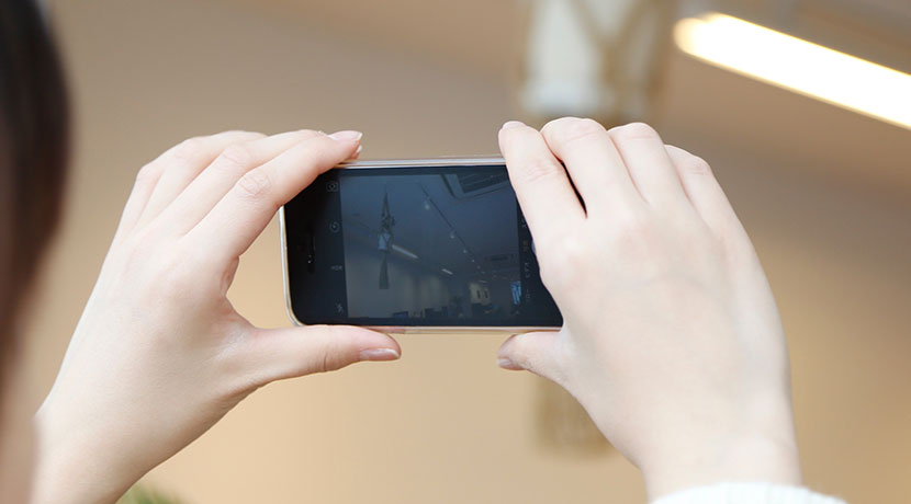 iPhone用シャッター内蔵グリップ、Snappy