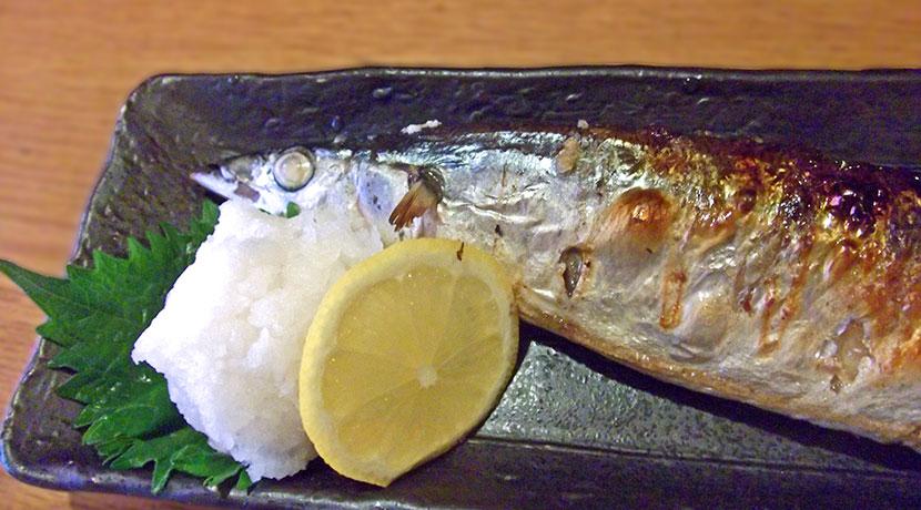 魚をグリル以外で焼くためのグッズ、電子レンジで焦げ目のついた魚が焼けます。