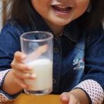 牛乳パックがもちやすいハンドル DH-7015(貝印)