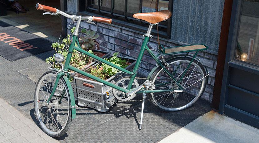 自転車の盗難防止に高い効果を発揮するシール、1枚貼っておけば盗難犯人も諦めてくれるはずです。