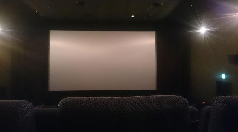 ホームシアターはもう不要!? 段ボール製の映画鑑賞セット。