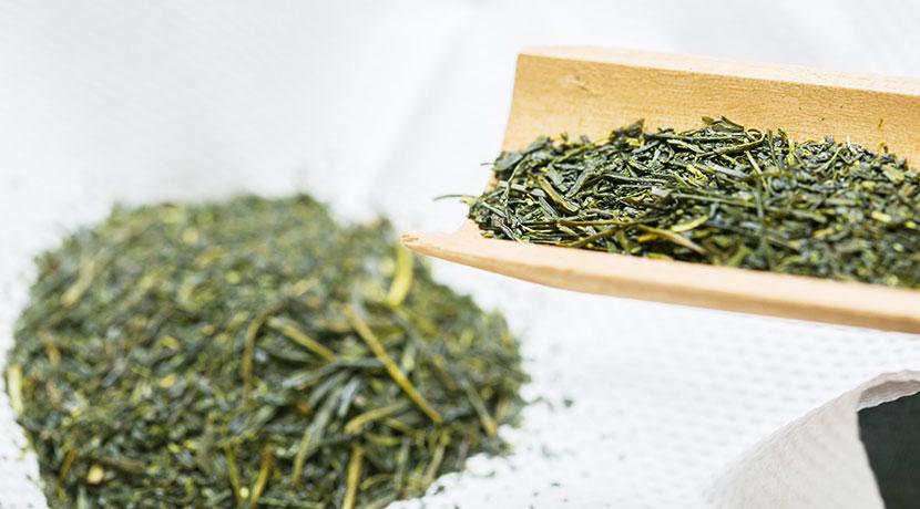 乾燥剤としての役割も持つ、珪藻土を素材にした計量スプーン。