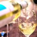 氷や水が入れられるワイン用の紙袋、ワインを冷やしながら持ち運べます。