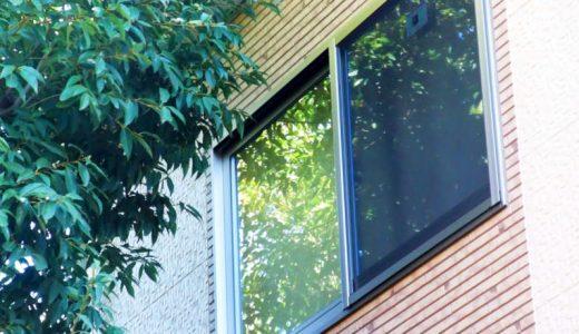 窓ガラスを風から守るための補強グッズ、ガラスの強度が高まり防犯対策にもなります。