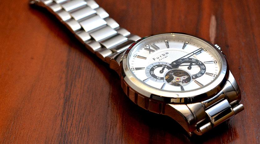腕時計の汚れをとるのにおススメ、驚異の洗浄力を誇るスプレー。