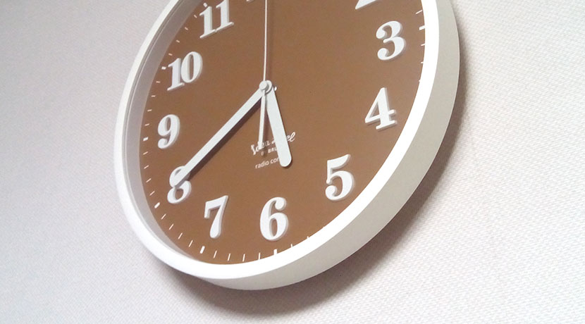 石膏ボード用の強力なフック、画びょう代わりに時計や額縁を壁掛けできます。