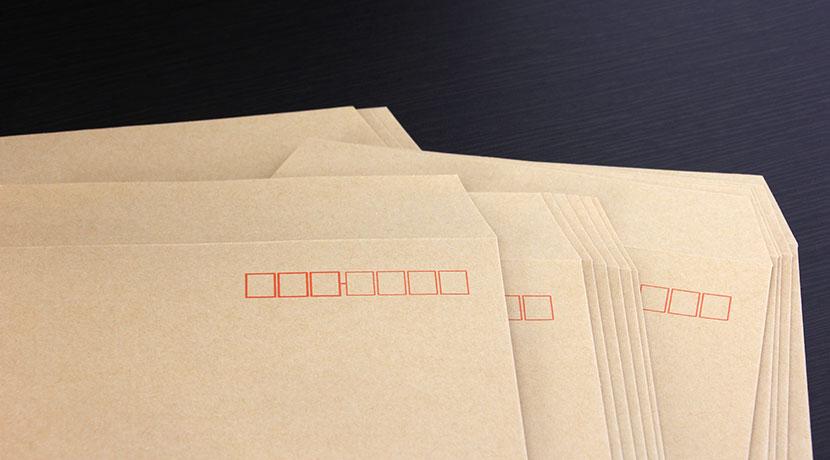 テープを貼り終えると、自動的に切れるテープカッター。