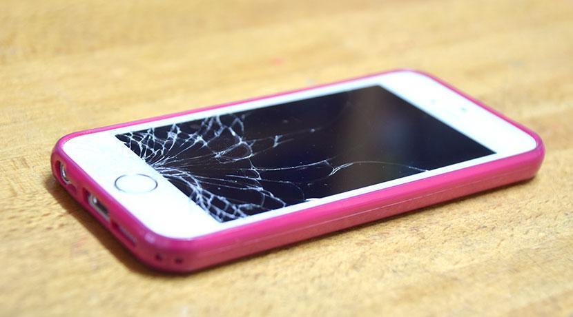 iPhoneの画面が割れたとき貼る、応急処置用のフィルム。