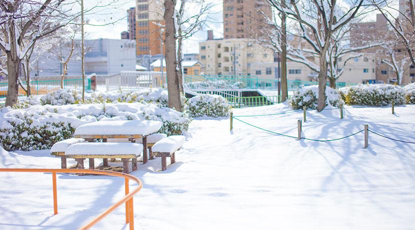 ヒーター入りのパンツ、真冬の屋外で活躍する防寒アイテム。