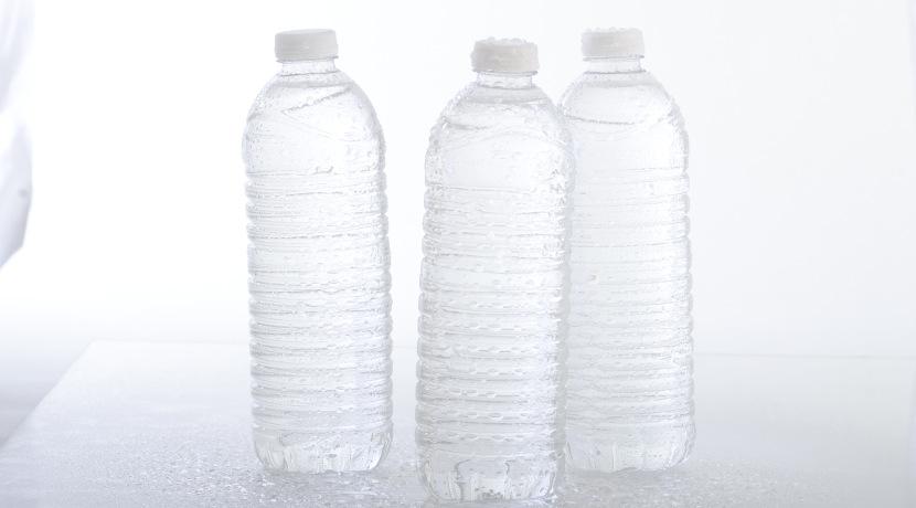 浄水できる携帯用ボトル、ペットボトルの水を買わずに済みます。