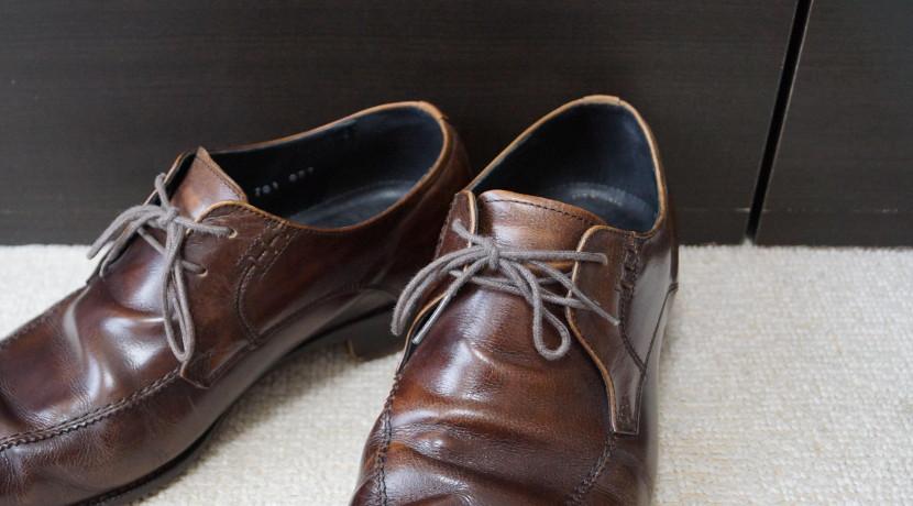 革靴の靴ひも 脱ぎ履きしやすいのはゴム製!ゴム製の靴ひもなら楽に脱ぎ履きできます。