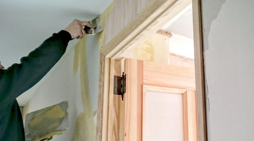 壁紙が水だけで貼れる!自分で貼るのに便利なのり付き壁紙。