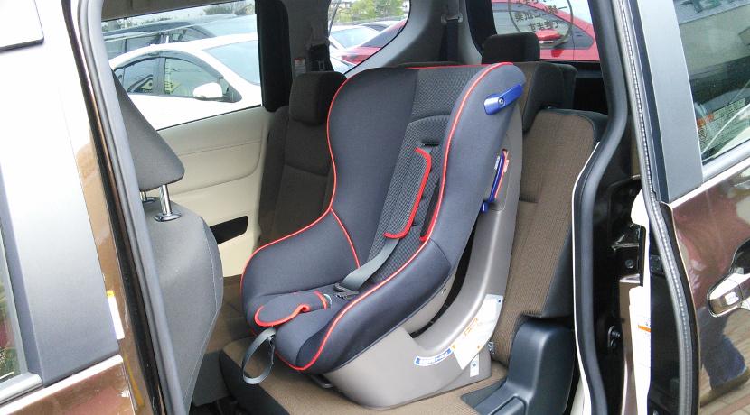 運転中に、後部座席を見るためのモニター。