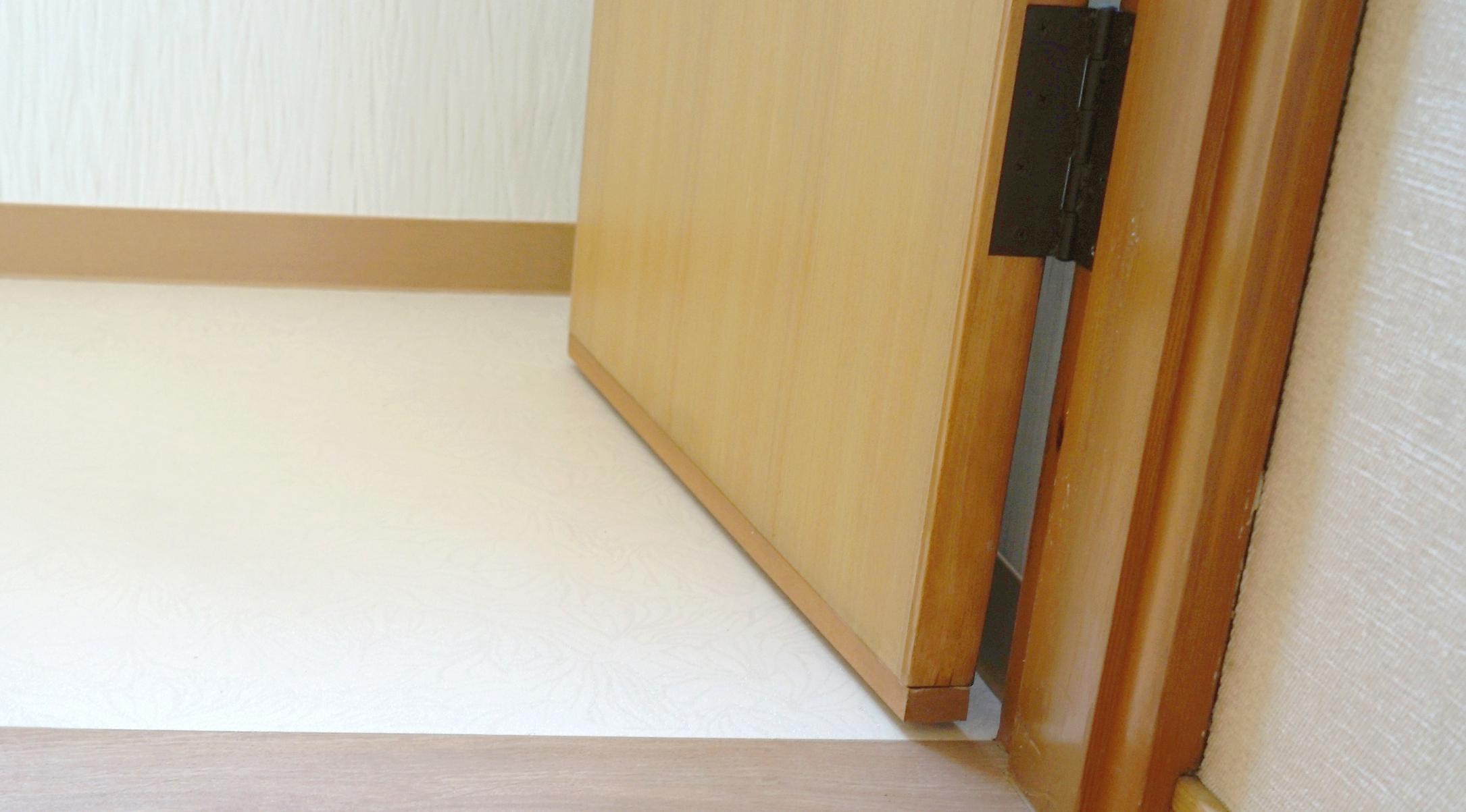 ドアに指を挟まれないようにするための、ドアの隙間用のカバー。