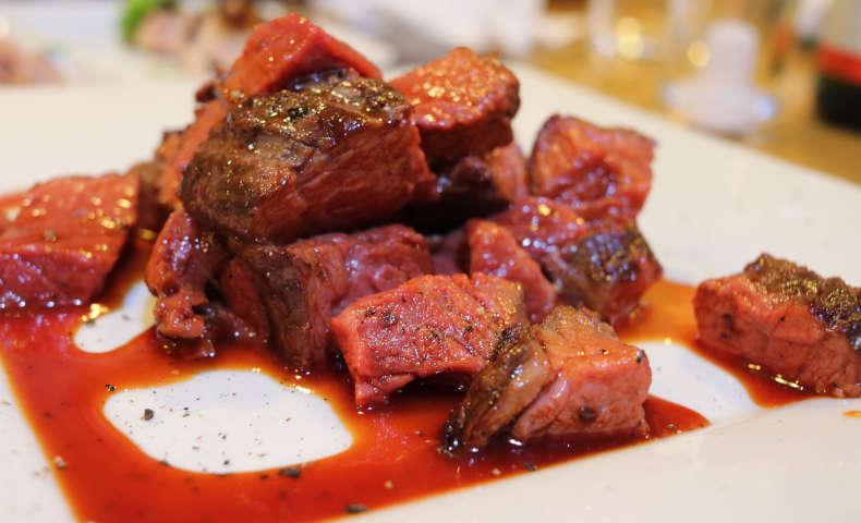 低温調理された牛肉