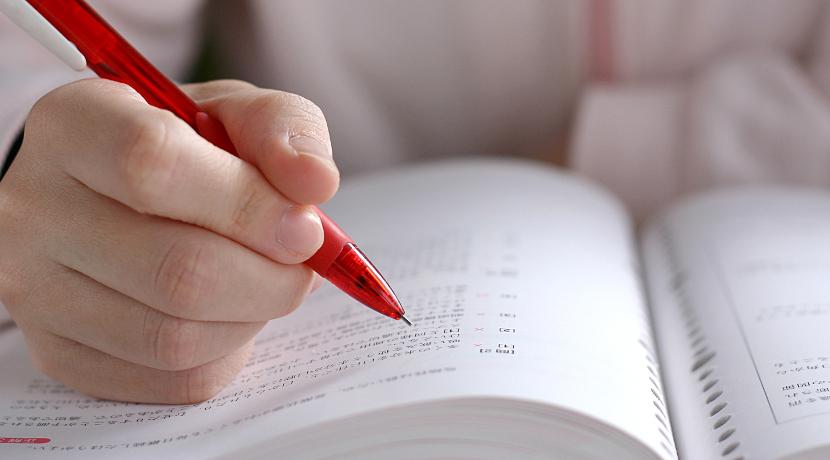 暗記のための付箋、直接マーカーしないで文字が隠せるようになります。
